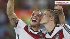 Kupa Töreninde Schweinsteiger ve Podolski'den Abartılı Sevinç