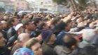 Cumhurbaskani Gül'e Balikesir'de, Diyarbakir'daki Gibi Sevgi Seli-Millî Kuvvetler Caddesi