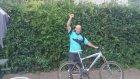 Bisiklet Sürmeye Çalışan Alkollü Dayı