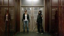 Baskın 2 Filmi - Çekiçci Kız Ve Beyzbolcu Adam Dövüş Sahnesi