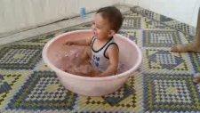 Yüzme Öğrenen Çocuk