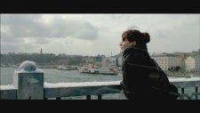 Nil Karaibrahimgil - İstanbuldayım ( Pazarları Hiç Sevmem)