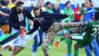 İsrailli Futbolcuları Dövdüler