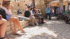 İsrail Sokaklarında Müzik Yapmak