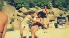 Bikinili Kızların Acımasız Kavgası