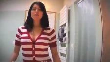 Göğüslerin Arasına Gizli Kamera Yerleştirmek