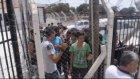Botları su alan kaçakları, sahil güvenlik kurtardı - ÇANAKKALE