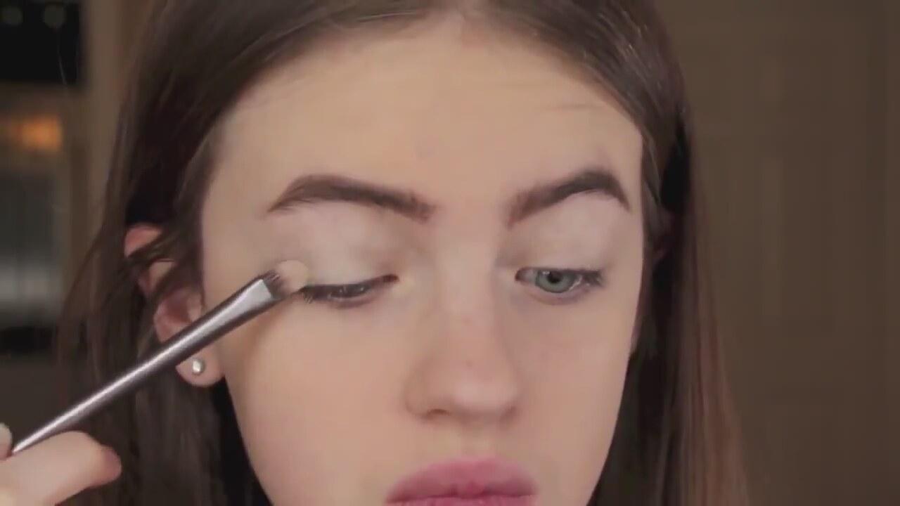 Cara Deleving Makyajı Nasıl Yapılır