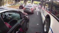 Motosikletle Sıkışık Trafikte Yardırmak
