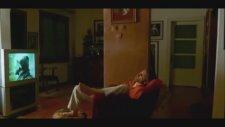 Misafirin Yatmasını Bekleyip Erotik Film İzlemek - Uzak