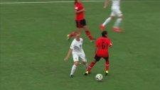 Kadın Futbolcunun Takdire Şayan Golü