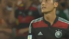 Mesut'un Kaçırdığı Gol Sonrası Küfürlü Tepkisi