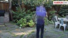 Mark Zuckerberg Bir Kova Buzlu Suyu Kafasından Aşağı Döktü.