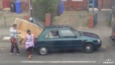 Arabadan Büyük Koltuğu Arabaya Sığdırmaya Çalışmak