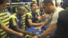 Fenerbahçeli Futbolcular Forma İmzaladı - İzmir