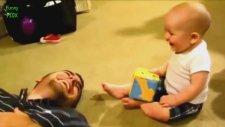Bebeklerin Birbirinden Komik Halleri