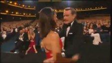 Bryan Cranston İle Julia Louis Dreyfus'un Öpüşmesi - 66. Emmy Ödülleri