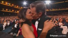 Emmy ödül törenine damga vuran o an!