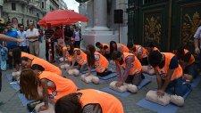 Barselona'da Toplu Kalp Masajı Etkinliği