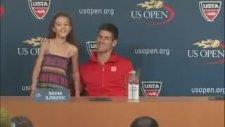 Novak Djokovic Küçük Kıza Şarkı Söyletiyor