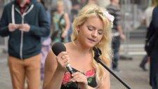 Güzel Kızdan Müthiş Canlı Performans!