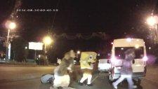 Trafikte Kavgaya Karışan Maskotlar