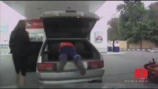 Kadın Sürücülerin Benzin İstasyonu Maceraları