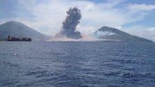 Yanardağın patlama anı görüntülendi