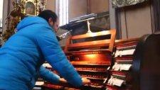 Kilise Orguyla Ankara'nın Bağları'nı Çalmak
