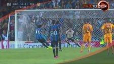Ronaldinho Yeni Takımında Penaltı Kaçırdı