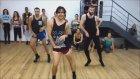Topuklu Ayakkabılar İle Dans Eden Adamlar