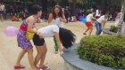 Asyalı Güzellerin Popo Odaklı Çılgın Balon Patlatma Oyunu
