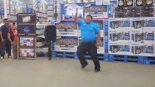 Satış Danışmanından Çılgın Dans