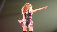 Kylie Minogue - Your Disco Needs You (canlı Performans)