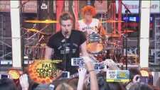 5 Seconds Of Summer - She Looks So Perfect (Canlı Performans)