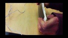 Apple Store'da İphone 6 Plus Bükmeye Çalışan İnsanlar