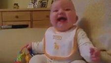 En Tatlı Gülen Bebek