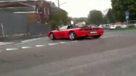 Hava Atacağım Diye Ferrari'yi Dağıtmak