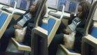 Metroda Tuvaletini Yapıp, Temizleyen Kadın