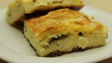 Kolay Yalancı Su Böreği Tarifi - Hazır Yukayla Peynirli Börek