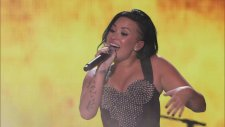 Demi Lovato - Give Your Heart A Break (Canlı Performans - Vevo Certified SuperFanFest)