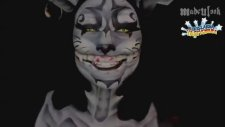 Makyajla Cheshire Kedisine Dönüşen Kadın