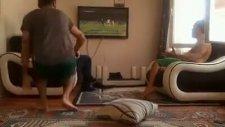 PES Oynarken Kendini Fazla Kaptıran Gençler - Küfür İçerir