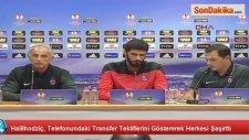 Halilhodzic, Gazetecilere Telefonundaki Transfer Tekliflerini Gösterdi