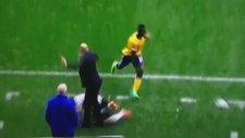 İngiltere'deki Maçta Görünmez Kaza!
