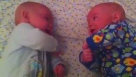 Bebek İkizler Arası Koyu Muhabbet
