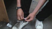 Ayakkabılarına Polis Sireni Takan Genç