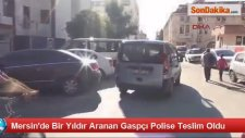 Mersin'de 1 Yıldır Aranan Gaspçı Polise Teslim Oldu