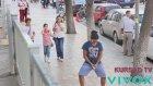 Sokakta Ortasında İşeme Şakası