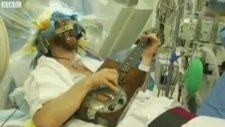Beyin Ameliyatı Olurken Gitar Çalmak